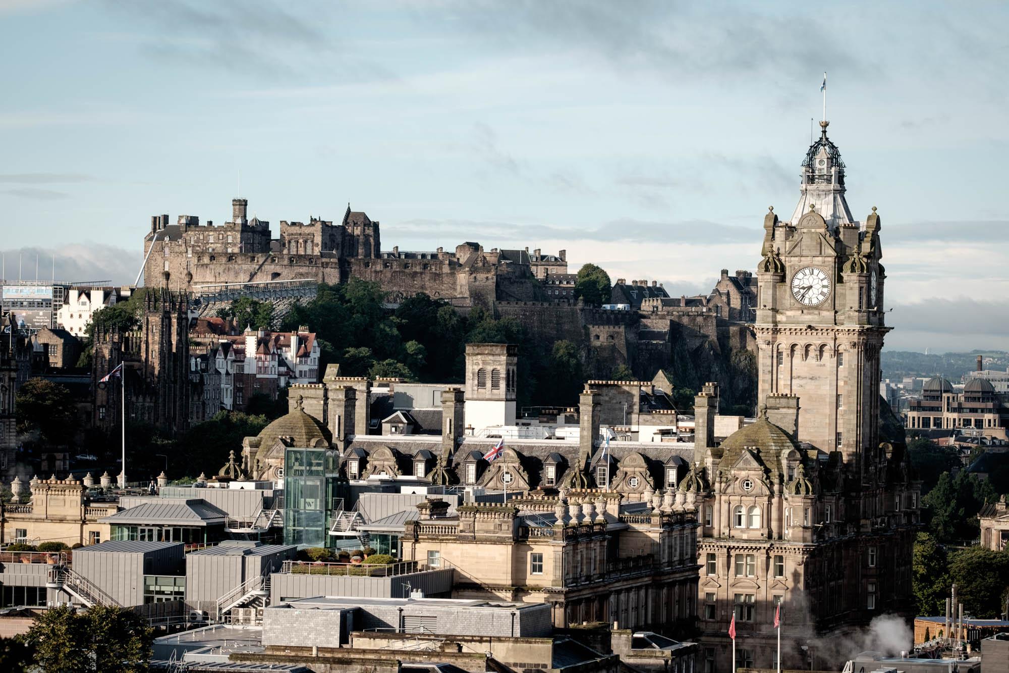 Edinburgh Castle und Balkmoral Hotel