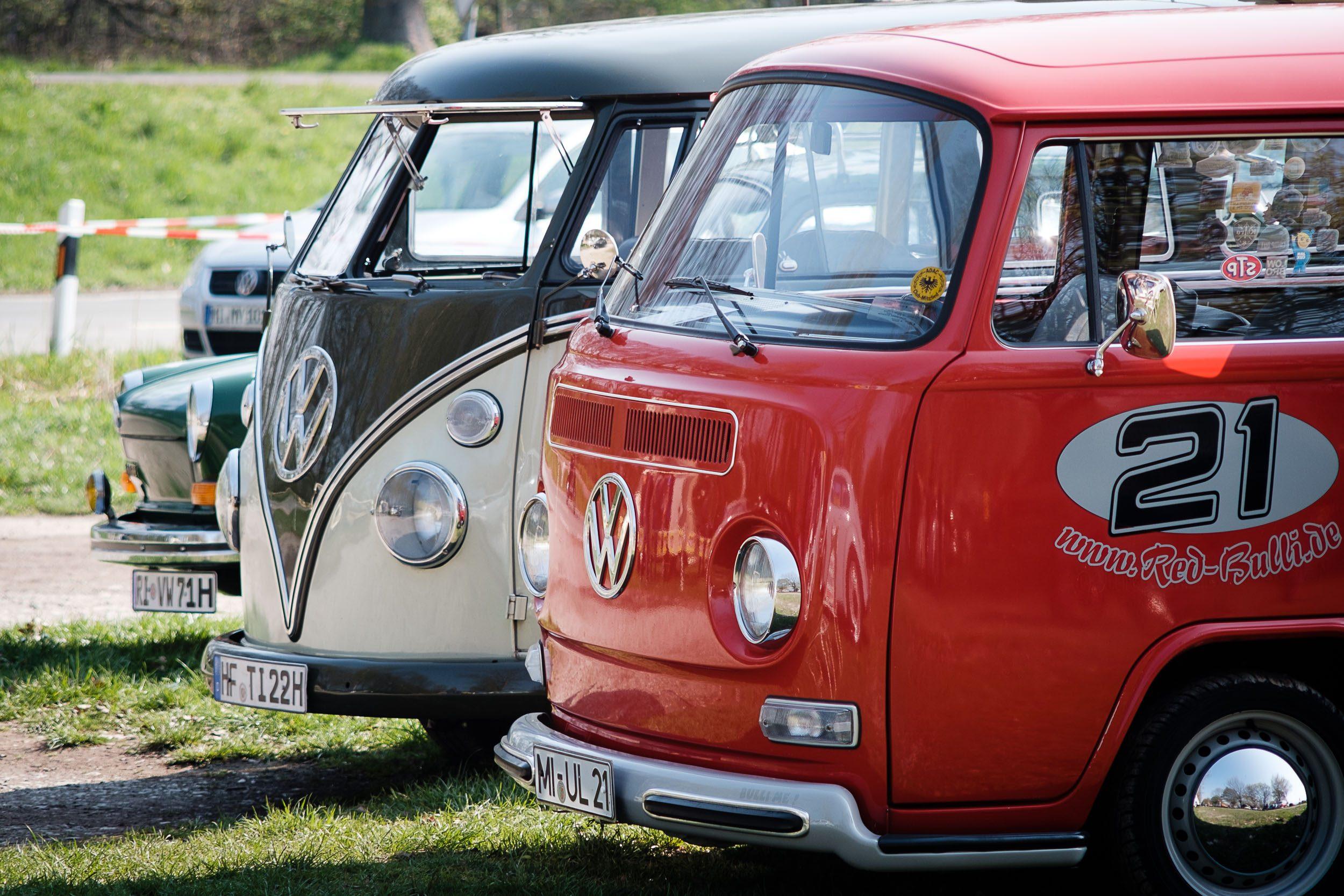 VW-Bus beim Oldtimertreffen am großen Weserbogen VW Porsche Audi Klassik 2019