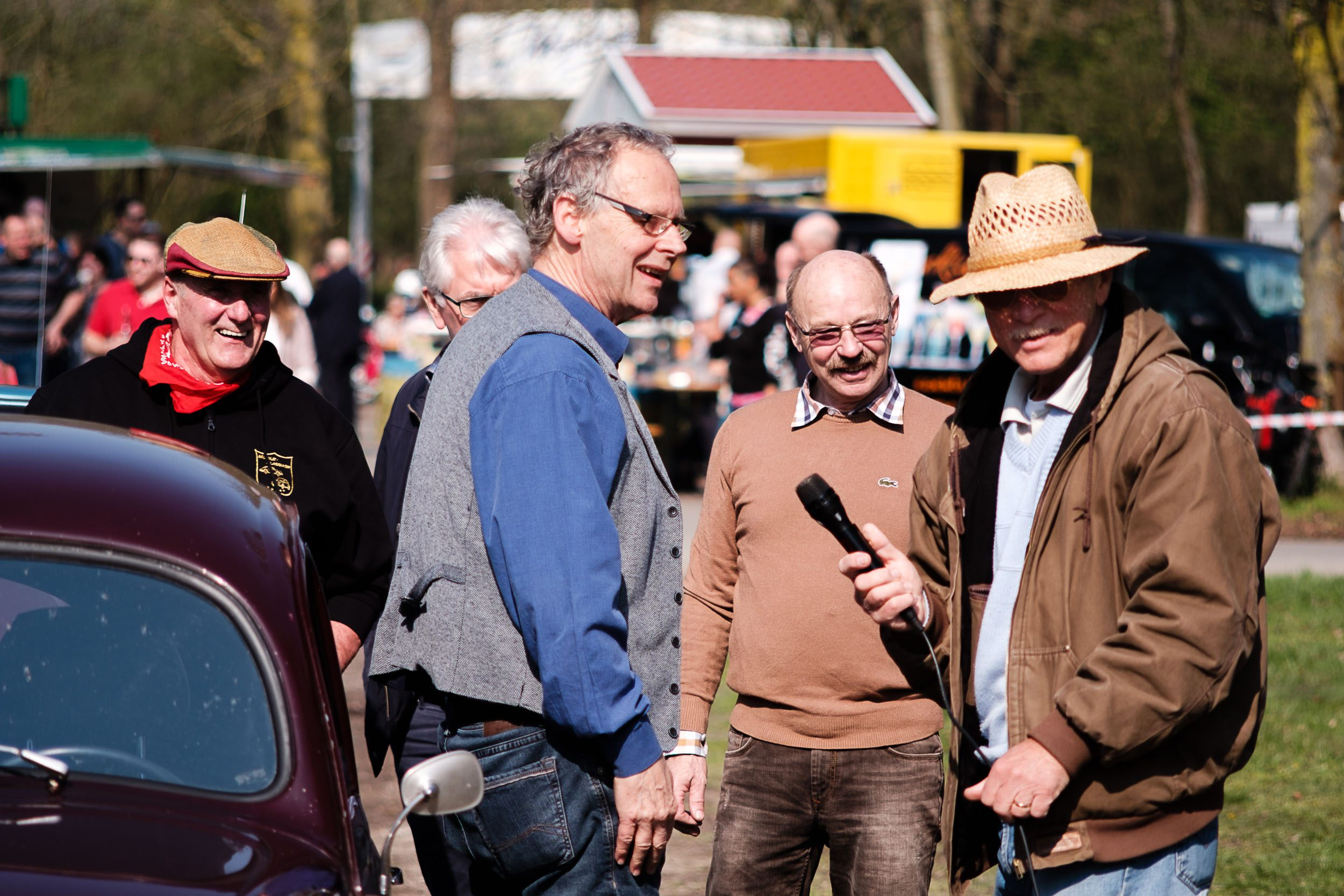 Fachleute unter sich beim Oldtimertreffen am großen Weserbogen VW Porsche Audi Klassik 2019