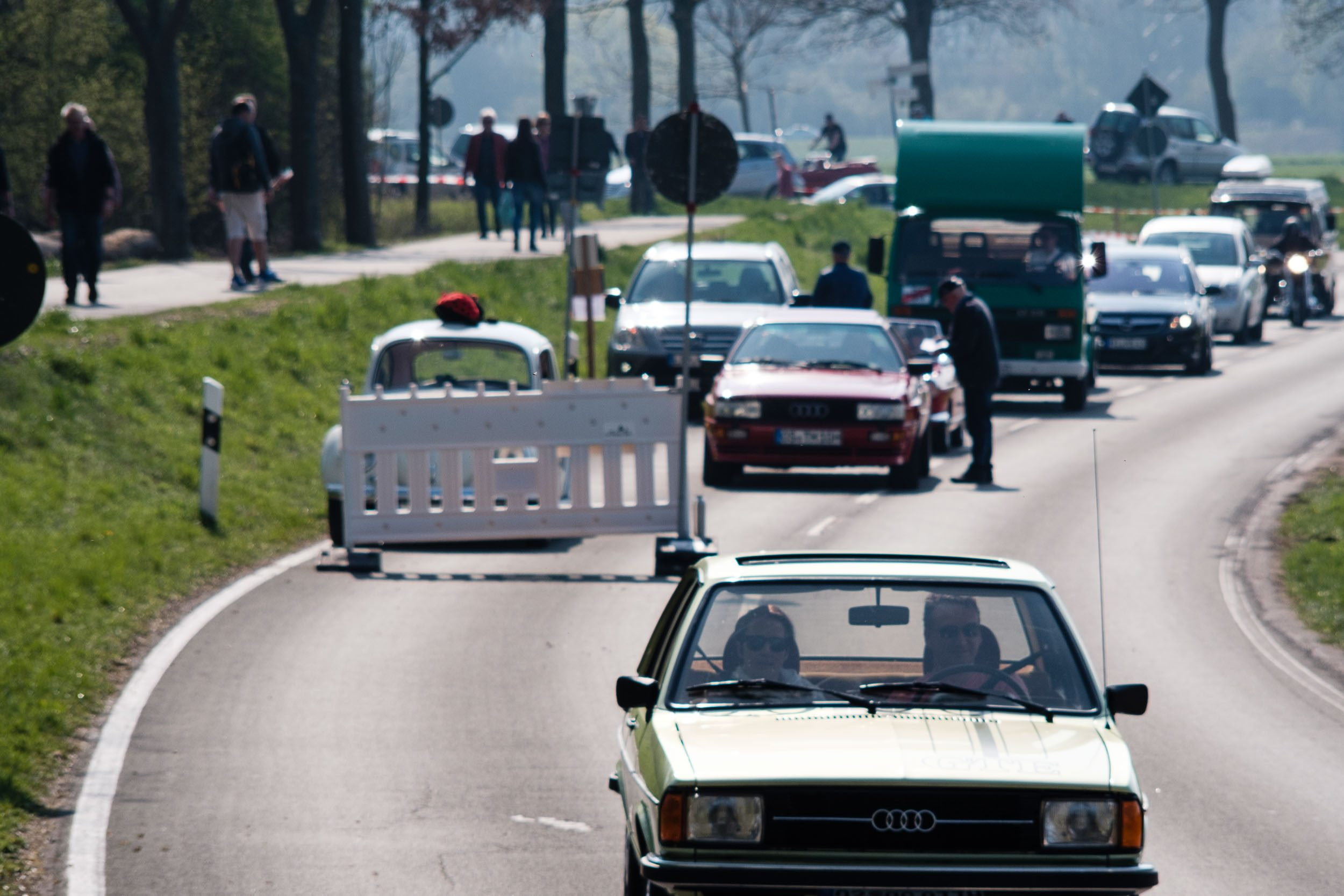 Die Anfahrt beim Oldtimertreffen am großen Weserbogen VW Porsche Audi Klassik 2019