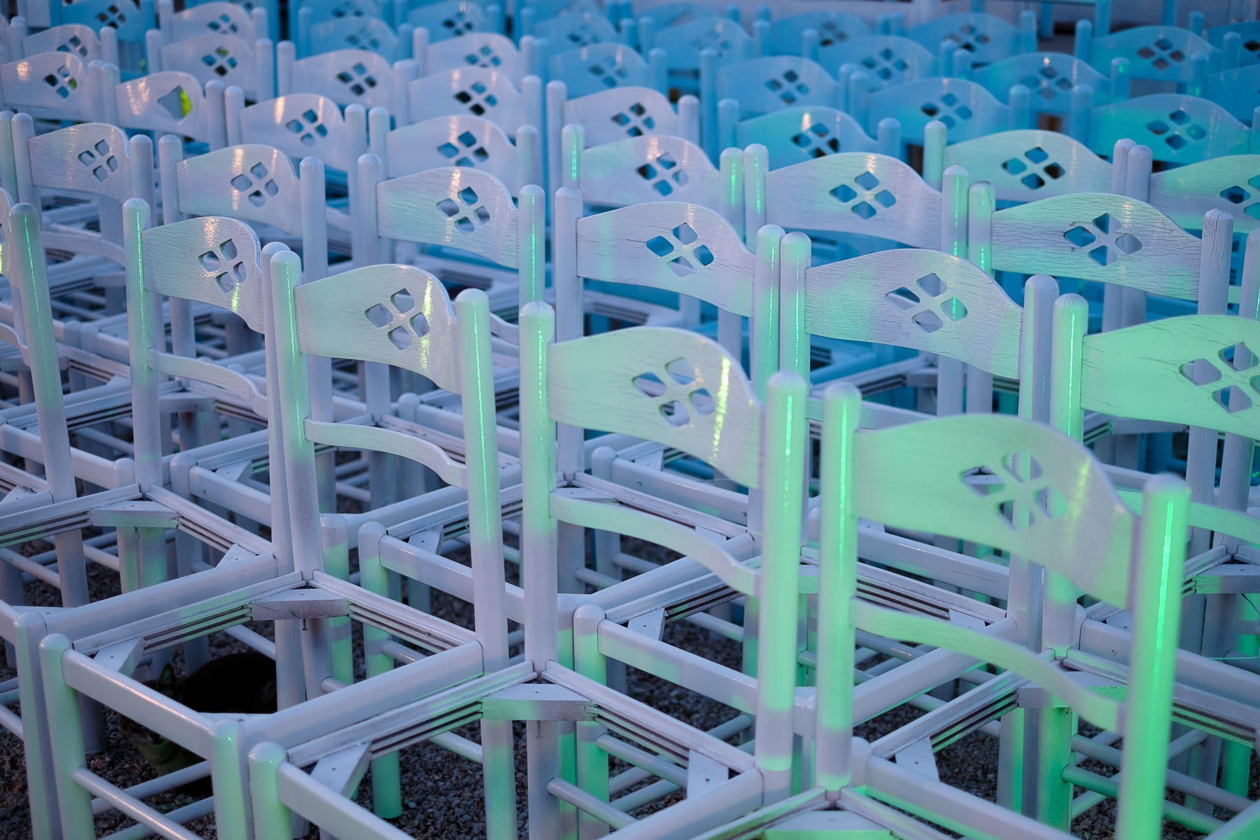 Stühle in Sartí, Chalkidiki, Griechenland