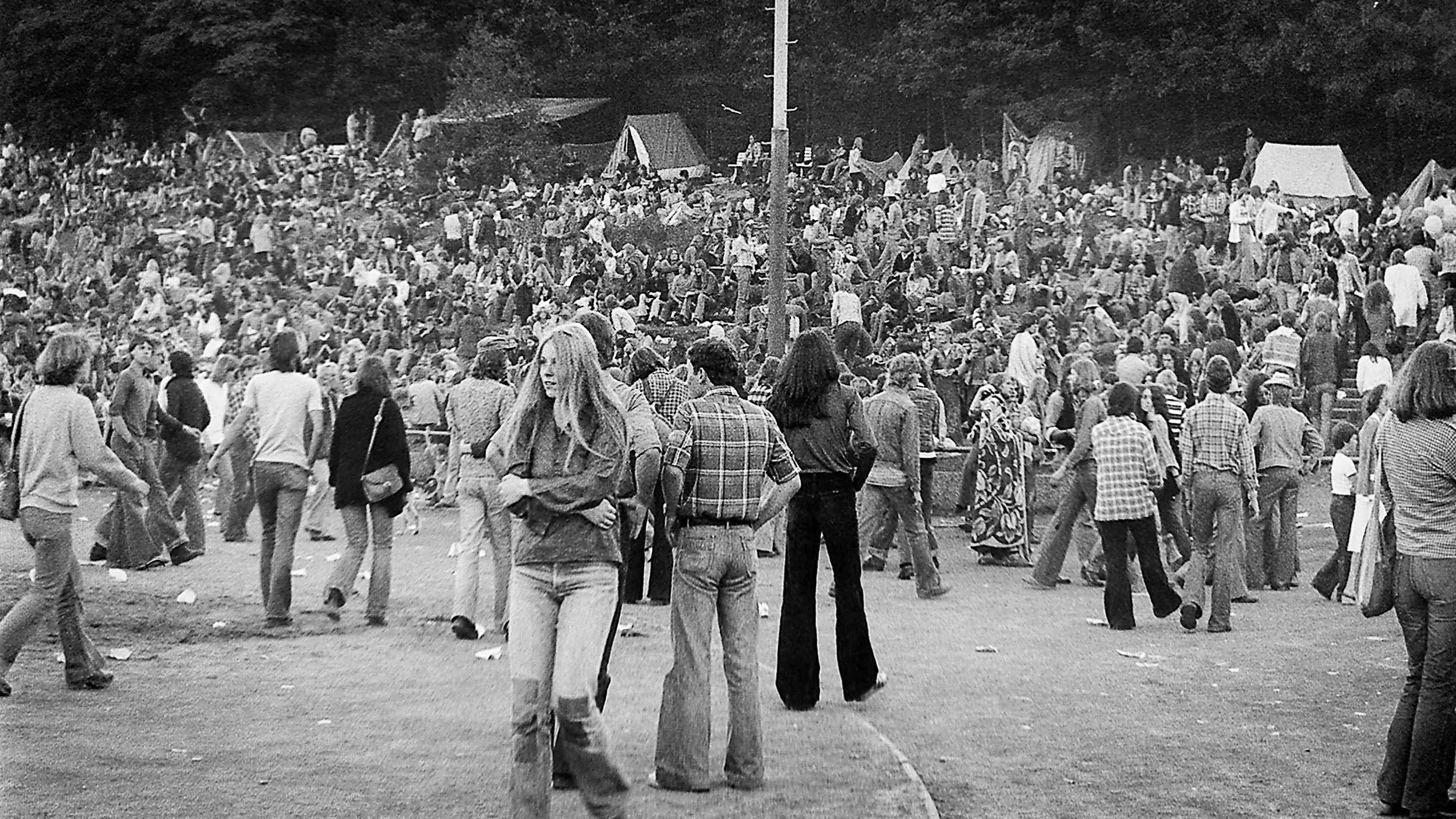 BesucherInnen Umsonst&Draussen Festival 1977 Jahnstadion Vlotho