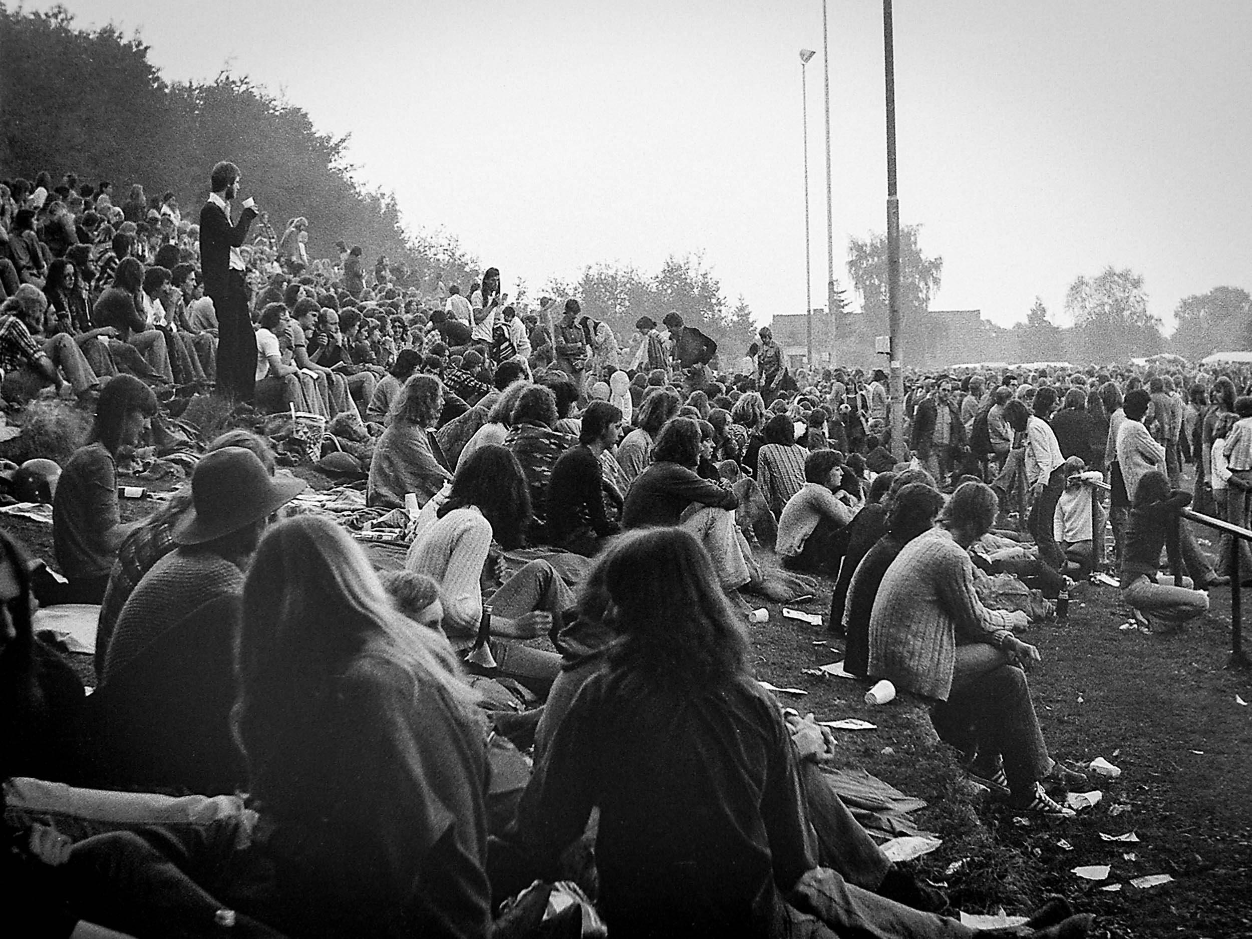 Zuschauer auf dem  Umsonst&Draussen Festival 1977 Jahnstadion Vlotho