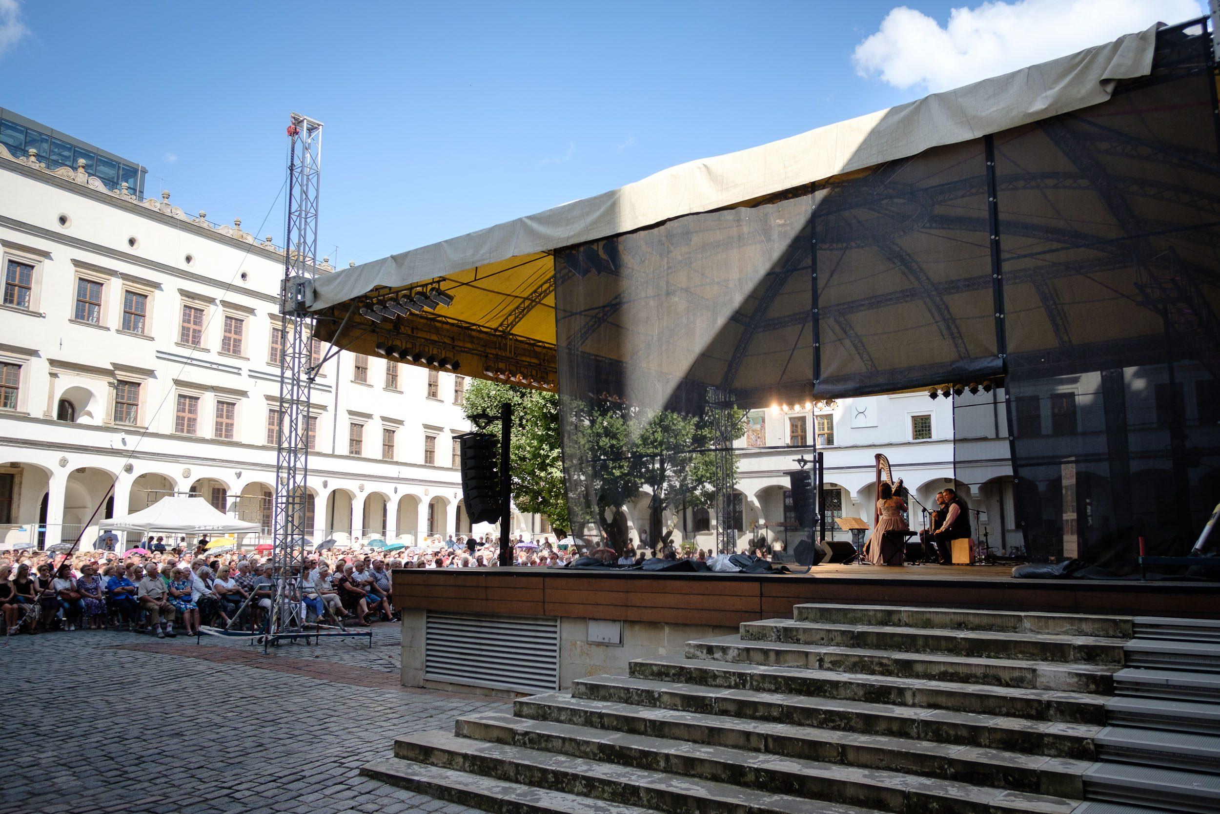 Harfenkonzert im Stettiner Schlosshof
