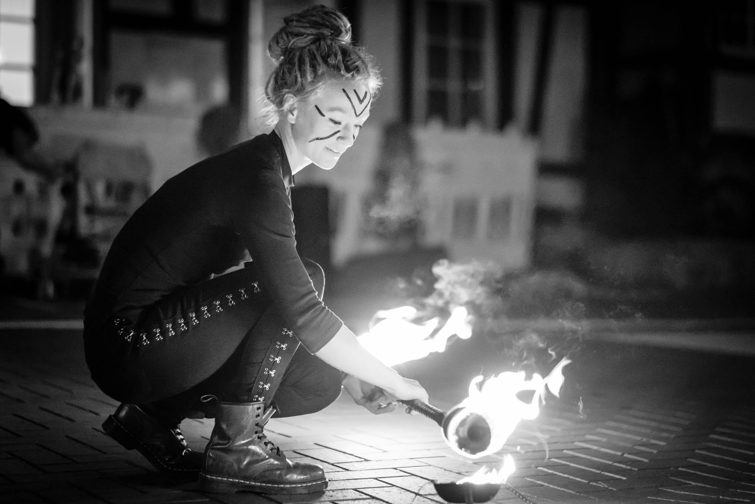 """Feuershow von Nele Buchholz und Pascal Kunz alias """"Lichterloh"""""""