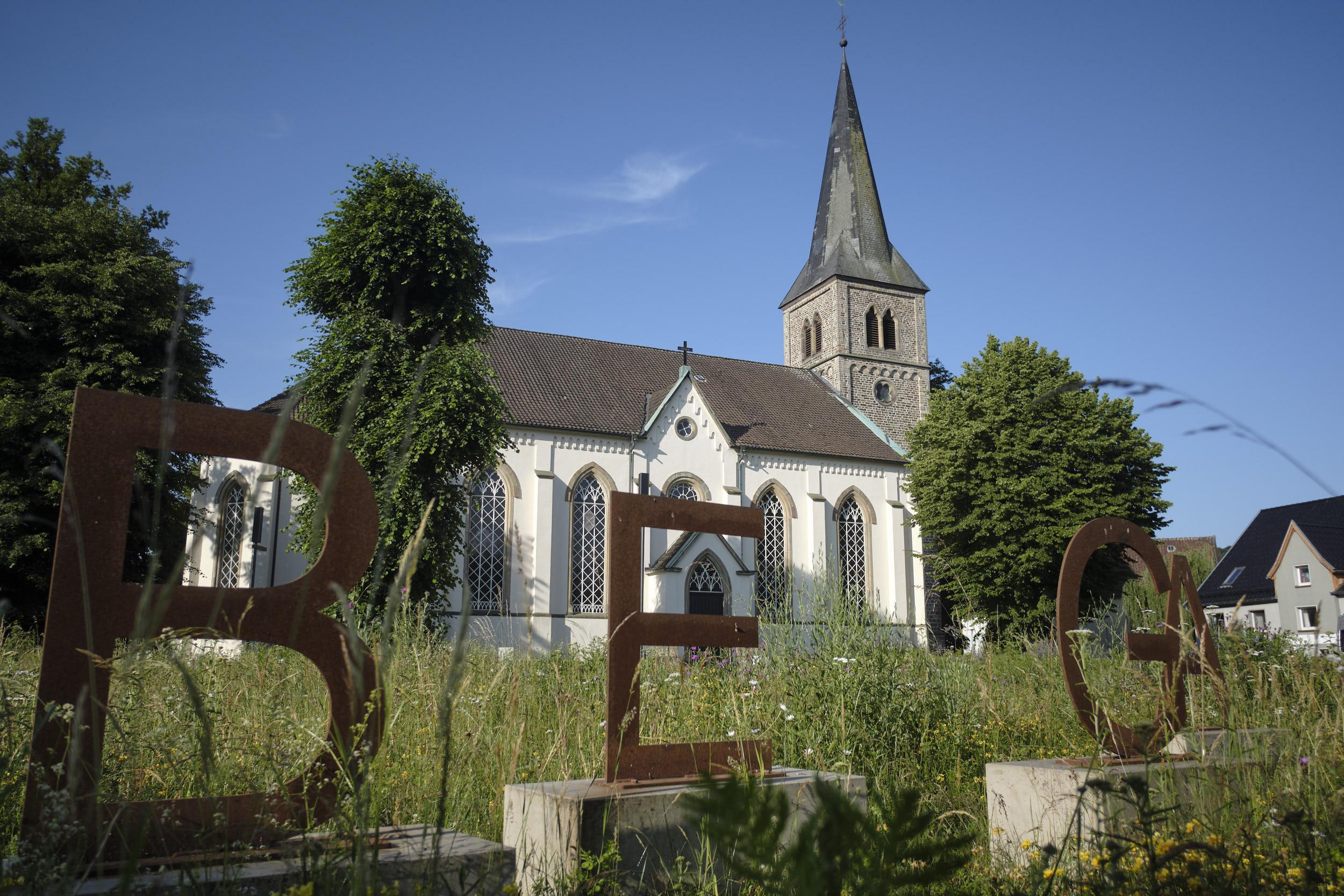 Bega, Kirche