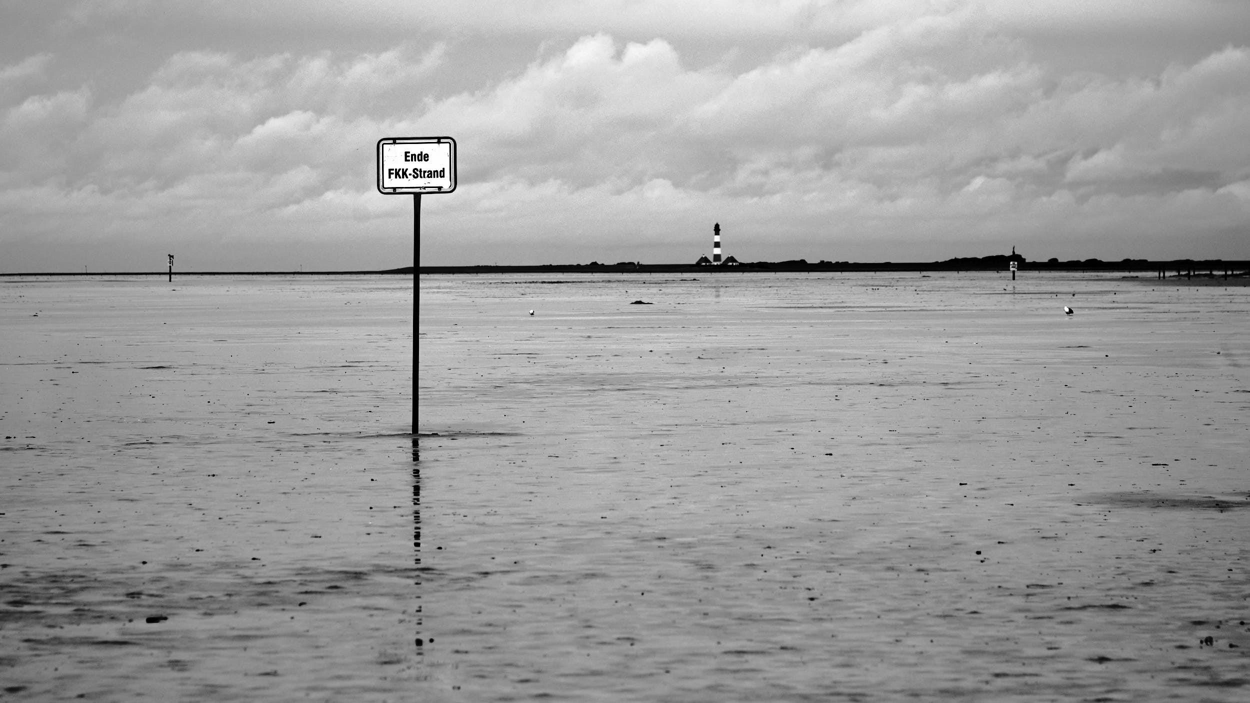 Schild Fkk-Strand, Sankt-Peter-Ording, Leuchtturm Westerhäversand