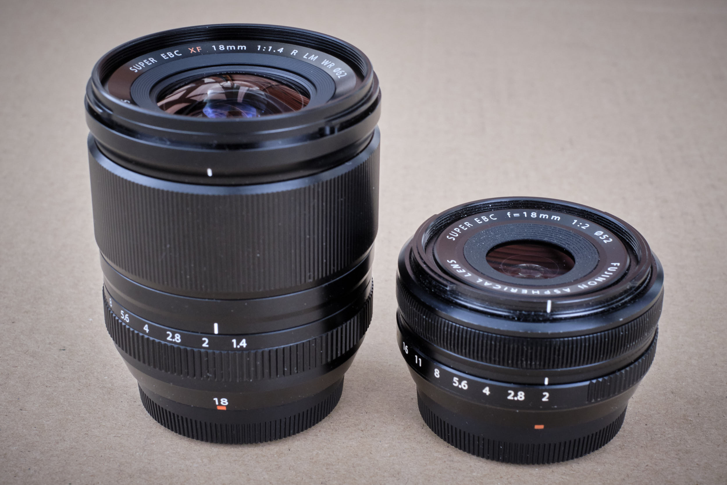 Größenvergleich XF18mm/f1,4 R LM WR zu XF18mm/f2