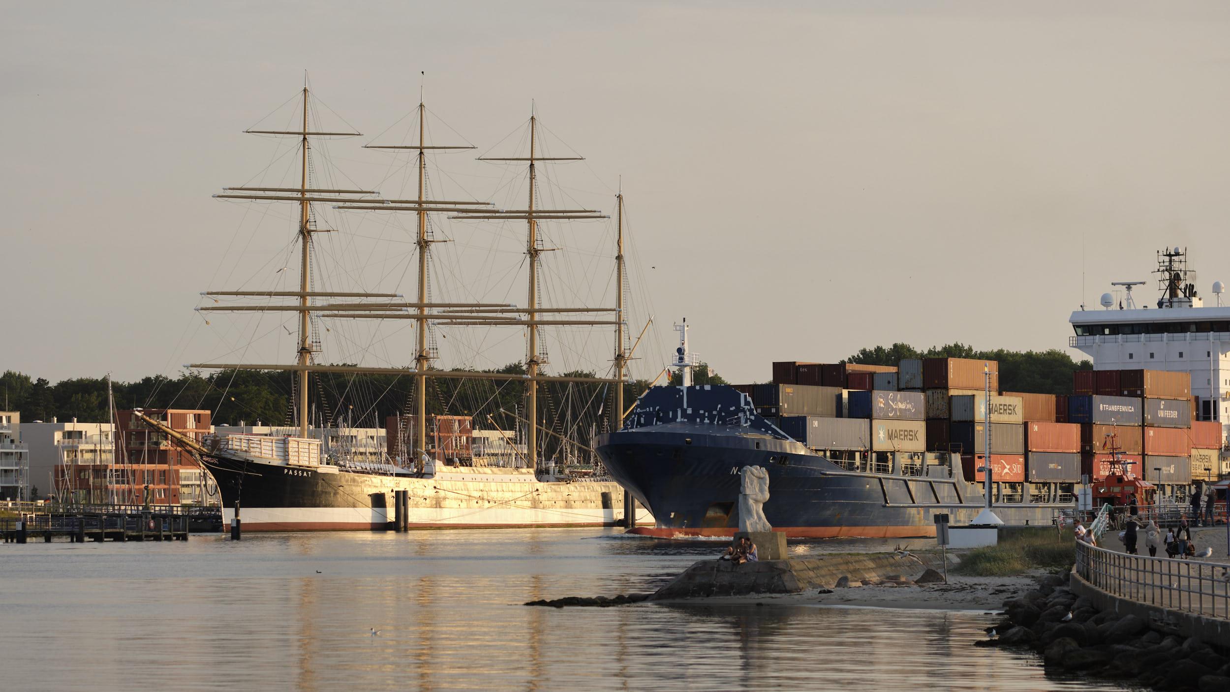 Travemünde Containerschiff