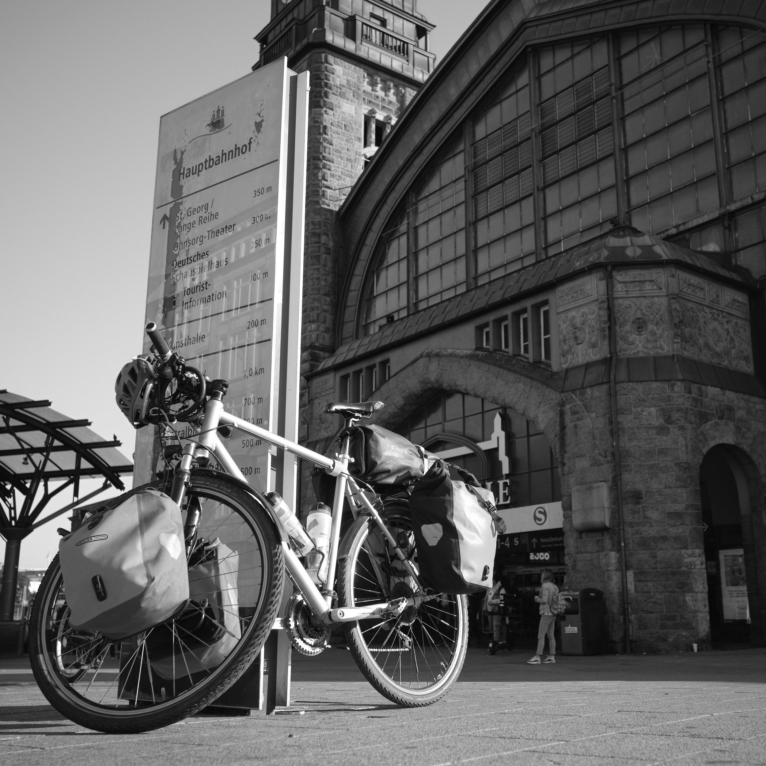 Fahrrad vor Hauptbahnhof Hamburg